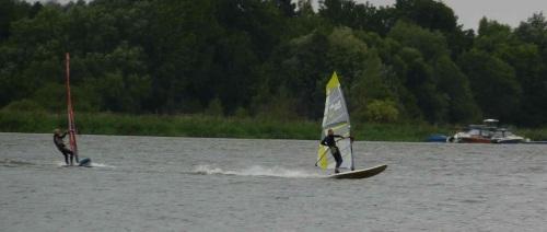 In Böen Sieben - Windsurfen in Phöben